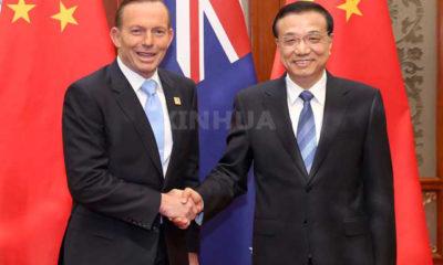 တ႐ုတ္ႏိုင္ငံ ဝန္ႀကီးခ်ဳပ္ လီခ့ဲခ်န္ (Li Keqiang) ႏွင့္ ၾသစေၾတးလ် ဝန္ႀကီးခ်ဳပ္ တိုနီ အက္ေဘာ့ (Tony Abbott ) ေတြ႕ဆံုစဥ္ (ဆင္ဟြာ)