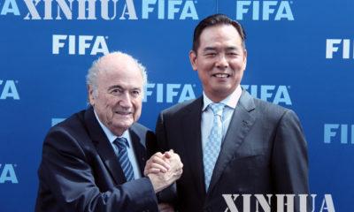 ကမာၻ႕ ေဘာလံုး အဖြဲ႕ခ်ဳပ္ (FIFA) ဥကၠဌ ဘလတၱာ ႏွင့္ တ႐ုတ္ႏိုင္ငံ ေဘာလံုးအဖြဲ႕ခ်ဳပ္ ဥကၠဌ ခ်ိဳင္က်င္႔ဟြာ (Cai Zhenhua) တို႔ အားျမင္ေတြ႔ရစဥ္ (ဆင္ဟြာ)