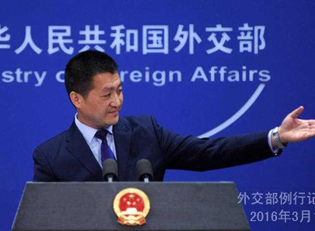 တရုတ်နိုင်ငံခြားရေး ဝန်ကြီးဌာန၏ ပုံမှန် သတင်းစာ ရှင်းလင်းပွဲတွင် ပြောရေး ဆိုခွင့်ရှိသူ လုခန် က ရှင်းလင်း ပြောကြားနေစဉ် (ဓာတ်ပုံ-China MOFA)
