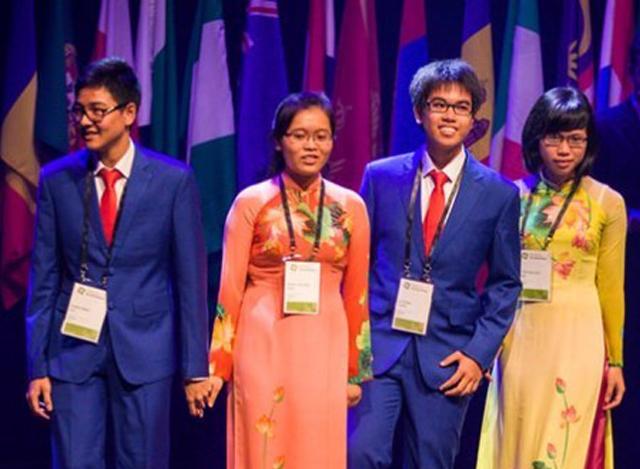 ဗီယက်နမ်၌ ကျင်းပမည့် နိုင်ငံတကာ ဇီဝဗေဒပြပွဲ ပြိုင်ပွဲတွင် ပါဝင်ကြမည့် ဗီယက်နမ် ကျောင်းသားများအား တွေ့ရစဉ်( ဓာတ်ပုံ-အင်တာနက်)
