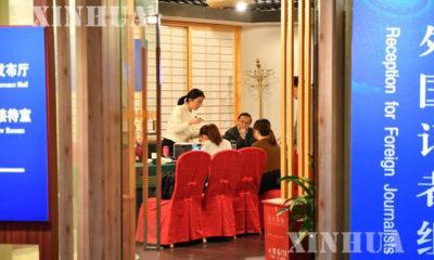 ၁၃ ႀကိမ္ေျမာက္ အမ်ိဳးသား ျပည္သူ႕ ကြန္ဂရက္ (National People's Congress= NPC) ပထမအႀကိမ္ ႏွစ္ပတ္လည္ အစည္းအေဝးႏွင့္ ၁၃ ႀကိမ္ေျမာက္ တရုတ္ ျပည္သူ႕ ႏိုင္ငံေရး ေဆြးေႏြးညႇိႏိႈင္းမႈ ညီလာခံ (Chinese People's Political Consultative Conference= CPPCC) ၏ ပထမအႀကိမ္ အမ်ိဳးသား ေကာ္မတီ အစည္းအေဝးအတြက္ သတင္းစင္တာ ျပင္ဆင္မႈမ်ားအား ေတြ႕ရစဥ္ (ဆင္ဟြာ)