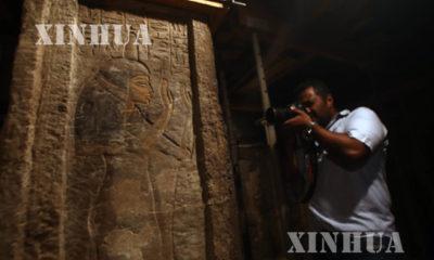 အီဂ်စ္ႏိုင္ငံ ဂီဇာျပည္နယ္ Saqqara Necropolis ၿမိဳ႕ တြင္ တူးေဖာ္ေတြ႕ရွိသည့္ ဖာရိုဂူသခ်ဳႋင္း ၇ခုမွ ေရွးေဟာင္းပစၥည္းမ်ားအားေတြ႕ရစဥ္ (ဆင္ဟြာ)