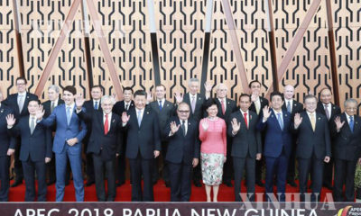 ပါပူဝါနယူးဂီနီႏိုင္ငံတြင္ ႏုိဝင္ဘာ ၁၇ ရက္ကက်င္းပေသာ APEC စီးပြားေရးေခါင္းေဆာင္မ်ား အစည္းအေဝးသုိ႔ တက္ေရာက္လာေသာ ႏိုင္ငံေခါင္းေဆာင္မ်ား ႏွင့္ ကုိယ္စားလွယ္မ်ားအား ေတြ႕ရစဥ္ (ဆင္ဟြာ)