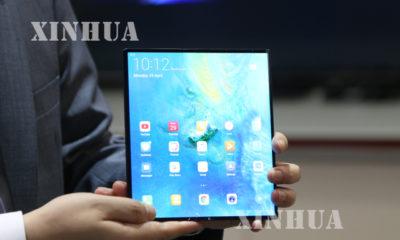 Huawei Mate X အား ထုတ္ေဖာ္ ျပသမႈအား ေတြ ့ရစဥ္(ဆင္ဟြာ)