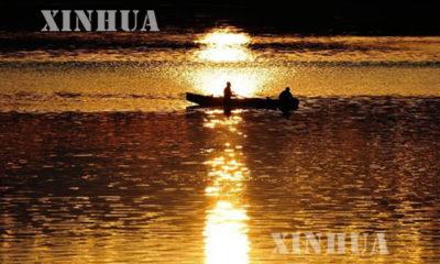 တရုတ္-ရုရွားႏွစ္ႏုိင္ငံ နယ္နိမိတ္ပုိင္းျခားထားေသာ Heilong ျမစ္ထဲတြင္ ငါးဖမ္းေလွတစ္စင္းအားေတြ ့ရစဥ္(ဆင္ဟြာ)