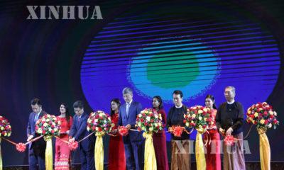 Open Air ႐ုပ္ရွင္ ပြဲေတာ္အား တရုုတ္-ျမန္မာ ႏွစ္ႏုုိင္ငံမွ တာ၀န္ရွိသူမ်ားက ဖဲႀကဳိးျဖတ္ ဖြင့္လွစ္စဥ္(ဆင္ဟြာ)