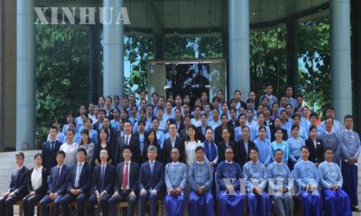 တရုတ် နိုင်ငံ ပညာရှင်များက မြန်မာ နိုင်ငံ ဗဟိုဝန်ထမ်း တက္ကသိုလ် မှ လေ့ကျင့်ရေးမှူးများ အား သင်တန်း ပို့ချပေးသည့် ဖွင့်ပွဲ အခမ်းအနား တွင် အမှတ်တရ ဓာတ်ပုံ ရိုက်ကူးစဉ်(ဆင်ဟွာ)