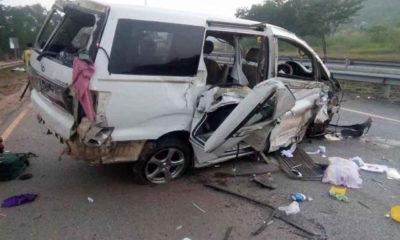 အမြန်လမ်းမကြီးပေါ်၌ ယာဉ် အရှိန်မထိန်းနိုင်ပဲ တိမ်းမှောက်မှုအား ကယ်ဆယ်ရေး ဆောင်ရွက်စဉ်(အမြန်လမ်းရဲတပ်ဖွဲ့)