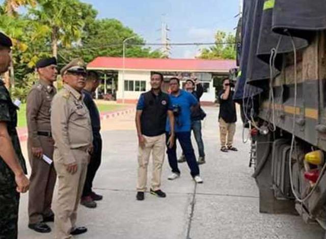 ထိုင်းရဲတပ်ဖွဲ့မှ ဖမ်းဆီးရမိသည့် စိတ်ကြွရူးသွပ်ဆေးပြား ၆၀၀,၀၀၀ အားဖမ်းဆီးစဉ် (ဓာတ်ပုံ-- အင်တာနက်)