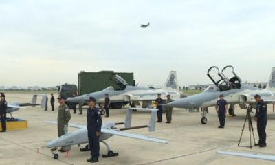 အဆင့်မြှင့်တင်ထားသည့် F-5 တိုက်လေယာဉ်များနှင့် U-1 မောင်းသူမဲ့လေယာဉ်များ တပ်တော်ဝင်ခြင်းအခမ်းအနားအား တွေ့ရစဉ် (ဓာတ်ပုံ-အင်တာနက်)
