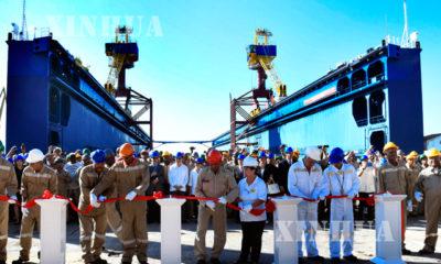 တရုတ်နိုင်ငံမှ တည်ဆောက်ပေးသော ရေပေါ်သင်္ဘောကျင်းအား ကျူးဘားနိုင်ငံသို့ လွှဲပြောင်းပေးအပ်စဉ် (ဆင်ဟွာ)