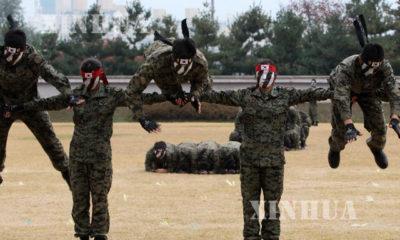 တောင်ကိုရီးယား စစ်တပ် တပ်ဖွဲ့ဝင်များ အထူးစစ်ရေးလေ့ကျင့်နေသည်ကို တွေ့ရစဉ် (ဆင်ဟွာ)