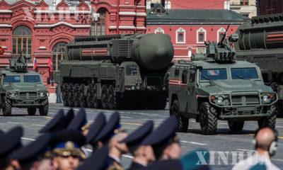 ရုရှားနိုင်ငံမော်စကိုမြို့၌ ပြုလုပ်သော စစ်ရေးပြအခမ်းအနားတစ်ခုတွင် ခေတ်မီဒုံးကျည်များ ပါဝင်ပြသစဉ်(ဆင်ဟွာ)