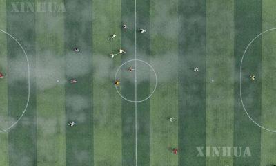 တရုတ်နိုင်ငံ ကွေ့ကျိုးပြည်နယ်ရှိ အထက်တန်းကျောင်းတစ်ကျောင်းတွင် ကျောင်းသားများ ဘောလုံးကန်နေသည်ကို တွေ့ရစဉ် (ဆင်ဟွာ)