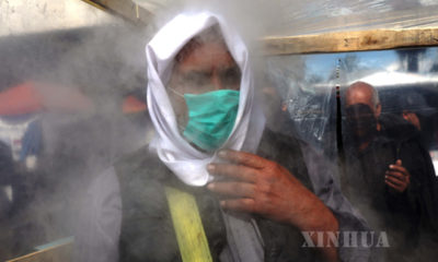 အီရတ်နိုင်ငံ ဘဂ္ဂဒတ်မြို့တွင် ပိုးသတ်ဆေးဖျန်းထားသောအခန်းအတွင်း၌ အမျိုးသားတစ်ဦးအား တွေ့ရစဉ် (ဆင်ဟွာ)