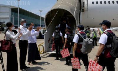 တရုတ်နိုင်ငံမှ ဆေးဘက်ဆိုင်ရာ ကျွမ်းကျင်ပညာရှင်အဖွဲ့ အား တာဝန်ရှိသူများက လေဆိပ်၌ ပို့ဆောင် နှုတ်ဆက်စဉ်(ဆင်ဟွာ)