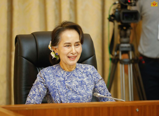 နိုင်ငံတော်၏ အတိုင်ပင်ခံပုဂ္ဂိုလ် ဒေါ်အောင်ဆန်းစုကြည်အား တွေ့ရစဉ်(ဓာတ်ပုံ - Myanmar State Counsellor Office)
