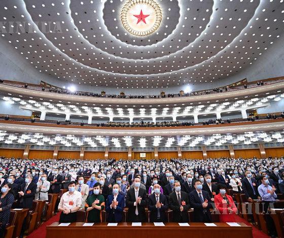 တရုတ်နိုင်ငံ မြို့တော် ပေကျင်းရှိ ပြည်သူ့ခန်းမကြီးတွင် ပြုလုပ်သော ၁၃ ကြိမ်မြောက် တရုတ်ပြည်သူ့နိုင်ငံရေးဆွေးနွေးမှုညီလာခံ (CPPCC) အမျိုးသားကော်မတီ၏ တတိယမြောက်အစည်းအဝေး ပိတ်ပွဲအစည်းအဝေးကို မေလ ၂၇ ရက်က ပြုလုပ်နေစဉ် (ဆင်ဟွာ)