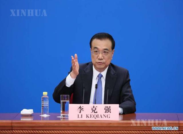 ၁၃ ကြိမ်မြောက် NPC တတိယမြောက် အစည်းအဝေးအပြီး သတင်းစာရှင်းလင်းပွဲပြုလုပ်နေသည့် တရုတ်နိုင်ငံ ဝန်ကြီးချုပ် လီခဲ့ချန်အား တွေ့ရစဉ် (ဆင်ဟွာ)