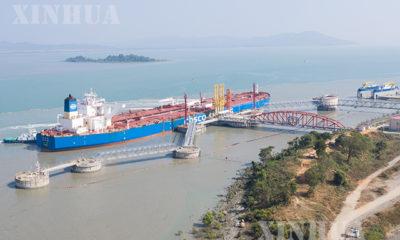 ရေနံတင်သင်္ဘော တစ်စင်းက ကျောက်ဖြူမြို့နယ် မဒေးကျွန်း ရှိ တရုတ်-မြန်မာ ရေနံ နှင့် သဘာဝဓာတ်ငွေ့ ပိုက်လိုင်း ဆိပ်ကမ်းတွင် ရေနံချရန် ပြင်ဆင်နေသည်ကို ၂၀၂၀ ပြည့်နှစ် ဇန်နဝါရီ ၁၃ ရက်က တွေ့ရစဉ် (ဆင်ဟွာ)