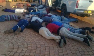 တောင်အာဖရိကနိုင်ငံ ဂျိုဟန်နက်စ်ဘတ်မြို့ရှိ Modise ဘုရားကျောင်း၌ တိုက်ခိုက်မှုဖြစ်ပွားပြီးနောက် တရားခံများအား ဖမ်းဆီးထားသည်ကိုတွေ့ရစဉ် (ဓာတ်ပုံ-အင်တာနက်)