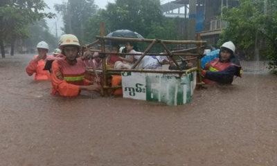 မွန်ပြည်နယ် မုဒုံမြို့နယ်အတွင်း ရေကြီးရေလျှံမှုများကြောင့် ရေဘေးလွတ်ရာသို့ ကူညီပြောင်းရွှေ့ပေးနေသည်ကို ဩဂုတ် ၂၂ ရက်က တွေ့ရစဉ်(ဓာတ်ပုံ - Myanmar Fire Services Department)