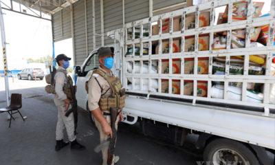 အီရတ် နိုင်ငံ တွင် လုံခြုံရေး တပ်ဖွဲ့ဝင်များ နှာခေါင်းစည်းတပ်၍ တာဝန်ထမ်းဆောင်နေသည် ကို မြင်တွေ့ရစဉ်(ဆင်ဟွာ)