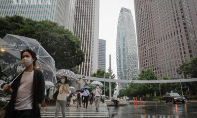 ဂျပန်နိုင်ငံ တိုကျိုမြို့တွင် နှာခေါင်းစည်းတပ်ဆင်ထားသူများအား တွေ့ရစဉ် (ဆင်ဟွာ)