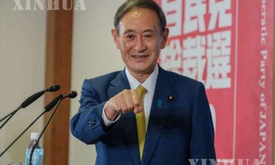 ဂျပန်နိုင်ငံ တိုကျိုမြို့တွင် သတင်းစာရှင်းလင်းပွဲမပြုလုပ်မီ အာဏာရ လစ်ဘရယ် ဒီမိုကရက်တစ်ပါတီ (LDP) ဥက္ကဋ္ဌသစ် ယိုရှီဟီဒဲ ဆူဂါ ကို တွေ့ရစဉ် (ဆင်ဟွာ)