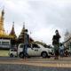 ရန်ကုန်မြို့၌ နှာခေါင်းစည်း တပ်ဆင်သွားလာနေသူများအား တွေ့ရစဉ်(ဆင်ဟွာ)
