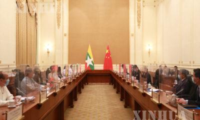 မြန်မာနိုင်ငံ နိုင်ငံတော်၏ အတိုင်ပင်ခံပုဂ္ဂိုလ် ဒေါ်အောင်ဆန်းစုကြည်နှင့် တရုတ်နိုင်ငံ ကွန်မြူနစ်ပါတီ ဗဟိုကော်မတီ နိုင်ငံရေးဗျူရို အဖွဲ့ဝင်နှင့် ဗဟိုကော်မတီပြည်ပရေးရာလုပ်ငန်း ကော်မရှင်ရုံးဥက္ကဋ္ဌ မစ္စတာ ယန်ကျဲ့ချီ တို့ စက်တင်ဘာ ၁ ရက်က နေပြည်တော်တွင် တွေ့ဆုံဆွေးနွေးစဉ်(ဆင်ဟွာ)