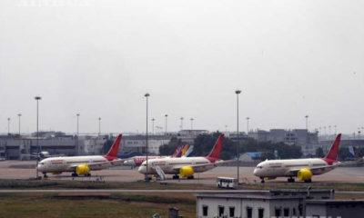 အိန္ဒိယနိုင်ငံ နယူးဒေလီမြို့ရှိ အင်ဒီယာဂန္ဒီနိုင်ငံတကာလေဆိပ်တွင် လေယာဉ်များ ရပ်နားထားသည်ကို တွေ့ရစဉ် (ဆင်ဟွာ)
