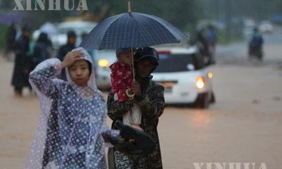 မွန်ပြည်နယ်တွင် မိုးရွာပြီးနောက်ရေကြီးရေလျှံဖြစ်ပွါးနေသည်ကို တွေ့ရစဉ် (ဆင်ဟွာ)