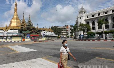 ရန်ကုန်မြို့၌ နှာခေါင်းစည်း တပ်ဆင်သွားလာနေသော အမျိုးသမီးတစ်ဦးအား တွေ့ရစဉ်(ဆင်ဟွာ)
