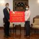 မြန်မာနိုင်ငံဆိုင်ရာ တရုတ်ပြည်သူ့သမ္မတနိုင်ငံ သံအမတ်ကြီး မစ္စတာချန်းဟိုင် က မြန်မာနိုင်ငံ နိုင်ငံခြားရေးဝန်ကြီးဌာန အမြဲတမ်းအတွင်းဝန် ဦးစိုးဟန်ထံ နှာခေါင်းစည်း ၄ သောင်းခွဲ လွှဲပြောင်းပေးအပ်ခဲ့စဉ် (ဓာတ်ပုံ--Chinese Embassy Myanmar)