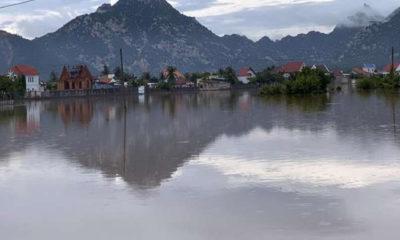 ဗီယက်နမ်နိုင်ငံ အလယ်ပိုင်း Ninh Thuan ပြည်နယ်တွင် မိုးသည်းထန်စွာရွာသွန်းမှုကြောင့် ကျေးရွာတစ်ရွာ ရေနစ်မြုပ်နေသည်ကို တွေ့ရစဉ် (ဓာတ်ပုံ- VNA via Xinhua)