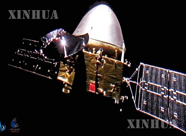 တရုတ်နိုင်ငံ အမျိုးသားအာကာသစီမံခန့်ခွဲမှုဦးစီးဌာန (CNSA) က ထုတ်ပြန်သော အင်္ဂါဂြိုဟ်စူးစမ်းလေ့လာရေးယာဉ် ထျန်းဝန်-၁ ၏ ဓာတ်ပုံကို တွေ့ရစဉ် (ဓာတ်ပုံ- China National Space Administration /Handout via Xinhua)