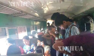 ရန်ကုန်မြို့ပတ်ရထားစီးသူတစ်ချို့ အားတွေ့ရစဉ် (ဆင်ဟွာ)