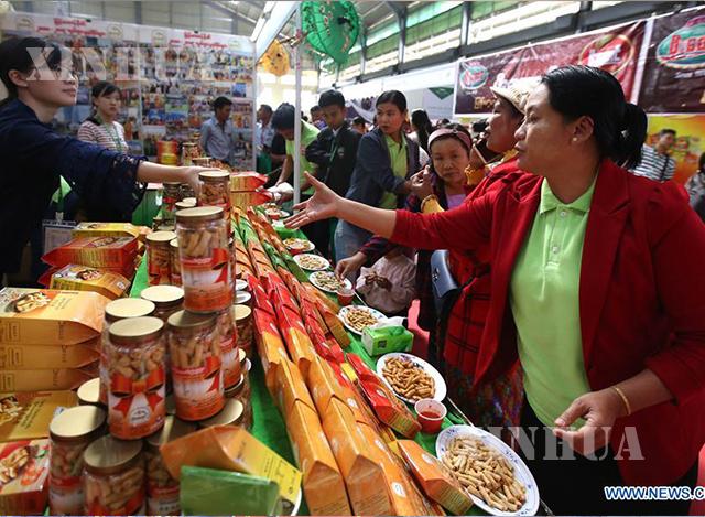 တရုတ်-မြန်မာနယ်စပ်ကုန်စည်ပြပွဲကျင်းပစဉ် (ဆင်ဟွာ)