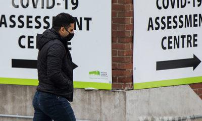 ကနေဒါနိုင်ငံ Toronto မြို့တွင် နှာခေါင်းစည်းတပ်ဆင်ထားသူအမျိုးသားတစ်ဦးက ကိုရိုနာဗိုင်းရပ်စ်စစ်ဆေးရေးစင်တာသို့ လာနေသည်ကို ဒီဇင်ဘာ ၂၇ ရက်က တွေ့ရစဉ်(ဆင်ဟွာ)