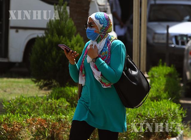 အီဂျစ်နိုင်ငံ ကိုင်ရိုမြို့တွင် ပြည်သူများ နှာခေါင်းစည်းတပ်၍ သွားလာနေသည်ကို မြင်တွေ့ရစဉ်(ဆင်ဟွာ)