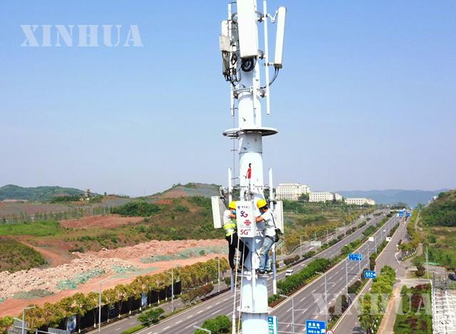 တရုတ်နိုင်ငံ အနောက်တောင်ပိုင်း ချုံချင့်မြို့ရှိ 5G အခြေစိုက်စခန်း တည်ဆောက်မှု လုပ်ငန်းခွင်တွင် အလုပ်လုပ်နေသူများကို တွေ့ရစဉ် (ဆင်ဟွာ)