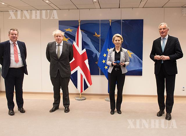 ဗြိတိန်၏ Brexitရေးရာ ညှိနှိုင်းဆွေးနွေးမှု တာဝန်ခံ ကိုယ်စားလှယ် David Frost ၊ ဗြိတိန်ဝန်ကြီးချုပ် ဘောရစ်ဂျွန်ဆင် ၊ ဥရောပကော်မရှင် ဥက္ကဋ္ဌ Ursula von der Leyen၊ ဥရောပသမဂ္ဂ၏ Brexitရေးရာ ညှိနှိုင်းဆွေးနွေးမှု တာဝန်ခံကိုယ်စားလှယ် Michel Barnier တို့အား ဒီဇင်ဘာ ၉ ရက်က ဘယ်လ်ဂျီယံနိုင်ငံ ဘရပ်ဆဲလ်တွင် တွေ့ရစဉ်(ဆင်ဟွာ)