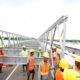 ဆောက်လုပ်ရေး အလုပ်သမားများ လုပ်ငန်းခွင် တစ်ခု၌ လုပ်ကိုင်နေသည်ကို တွေ့ရစဉ်(ဆင်ဟွာ)