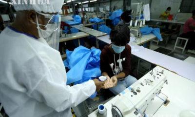 ရန်ကုန်မြို့ရှိ အထည်ချုပ်လုပ်ငန်းတစ်ခုအားတွေ့ရစဉ် (ဆင်ဟွာ)