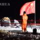 တရုတ်နိုင်ငံ၏ Chang'e-5 အာကာသယာဉ် (နမူနာပစ္စည်းများပြန်လည်သယ်ယူခန်း)သည် တရုတ်နိုင်ငံမြောက်ပိုင်း အတွင်းမွန်ဂိုလီးယားကိုယ်ပိုင်အုပ်ချုပ်ခွင့်ရဒေ Siziwan Banner သို့ ယနေ့ ဒီဇင်ဘာ ၁၇ ရက် နံနက်စောပိုင်းတွင် ဆင်းသက်ခဲ့ရာ ယင်းနေရာ၌ ဝန်ထမ်းများ လုပ်ကိုင်ဆောင်ရွက်နေစဉ်(ဆင်ဟွာ)