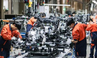 တရုတ်နိုင်ငံ အနောက်မြောက်ပိုင်း ဆန်ရှီးပြည်နယ် Baoji မြို့ရှိ Geely Auto စက်ရုံ၏ အင်ဂျင်ထုတ်လုပ်မှု လုပ်ငန်းခွင်တွင် အလုပ်လုပ်နေသူများကို တွေ့ရစဉ် (ဆင်ဟွာ)