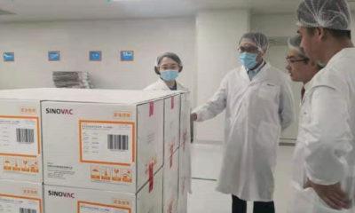 တရုတ်နိုင်ငံ ပေကျင်းမြို့ရှိ COVID-19 ကာကွယ်ဆေး ထုတ်လုပ်သည့် စက်ရုံသို့ တရုတ်နိုင်ငံဆိုင်ရာ မြန်မာသံအမတ်ကြီးနှင့် တာဝန်ရှိသူများ သွားရောက်ကြည့်ရှုစဉ်(ဓာတ်ပုံ - MOFA)
