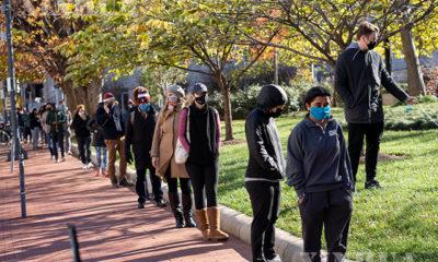 အမေရိကန်နိုင်ငံ ဝါရှင်တန်တွင် ကိုရိုနာဗိုင်းရပ်စ် ဆေးစစ်မှုခံယူရန် တန်းစီစောင့်ဆိုင်းနေသူများအား နိုဝင်ဘာ ၂၃ ရက်ကတွေ့ရစဉ်(ဆင်ဟွာ)