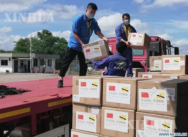 ဘရူနိုင်းနိုင်ငံ ဘန်ဒါဆရီဘဂါဝမ်မြို့တွင် တရုတ်နိုင်ငံမှ လှူဒါန်းသော ဆေးဘက်ဆိုင်ရာပစ္စည်းများကို နေရာချနေစဉ် (ဆင်ဟွာ)